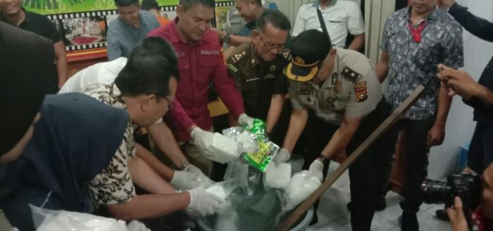 Polda Riau Musnahkan Barang Bukti Sabu 9.573.36 Gram