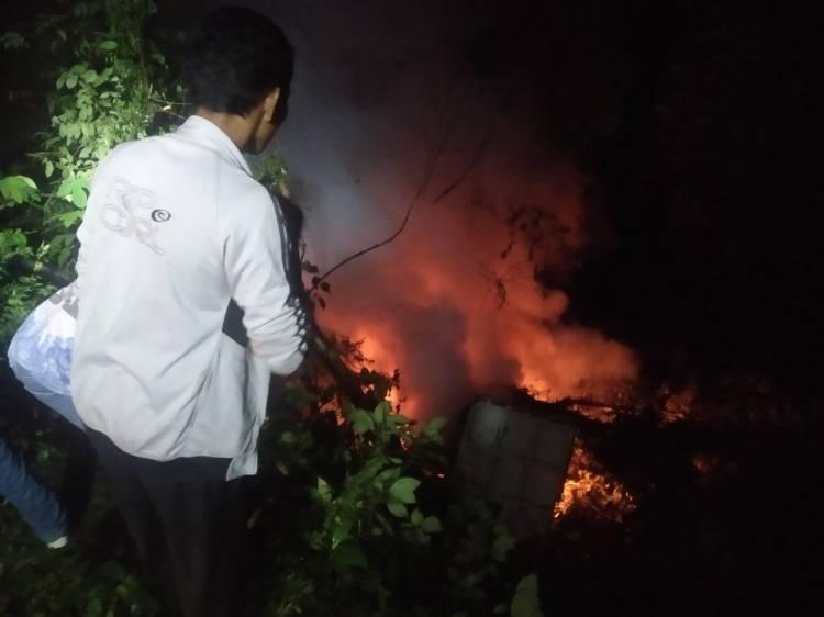 Sebuah Dump Truck Terbakar di Jurang Kelok Sembilan, Sumbar