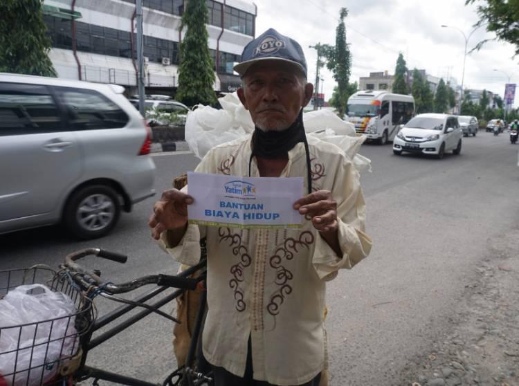 Rumah Yatim Salurkan Bantuan Lansia Prasejahtera Pekanbaru