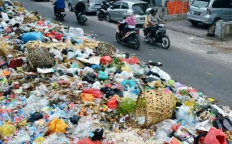 Tumpukan Sampah Menggunung di Kota Pekanbaru