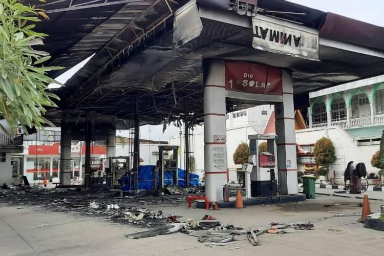 HP Berbunyi saat Isi Bensin, 1 Avanza dan SPBU Terbakar di Pekanbaru