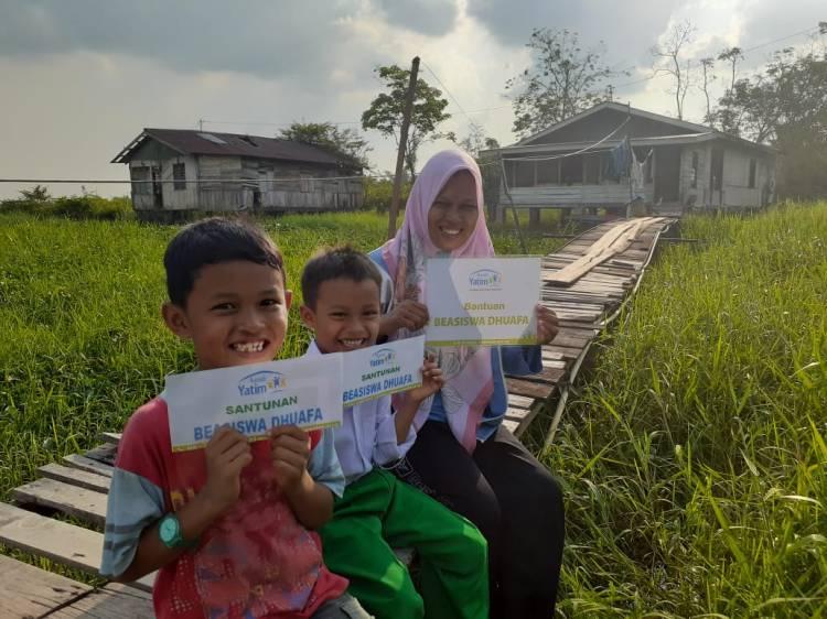 Korban Laka Lantas, Rumah Yatim Riau Salurkan Bantuan Pendidikan untuk Keluarga Mutiara
