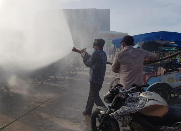 Wabup Meranti Pimpin Penyemprotan Masal Disinfektan di Kota Selatpanjang