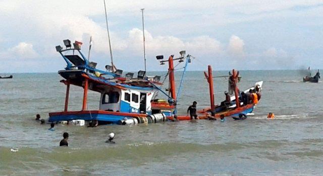 Kapal Nelayan Tenggelam di Muntai Bengkalis