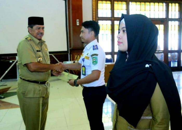 Bupati Siak Serahkan 214 SK Pengangkatan PNS Formasi Tahun 2018