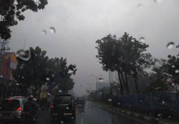 Hujan Lebat Disertai Petir Berpotensi Mengguyur Riau