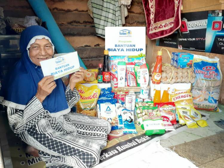 Rumah Yatim Riau Salurkan Bantuan Lansia Produktif Bekerja
