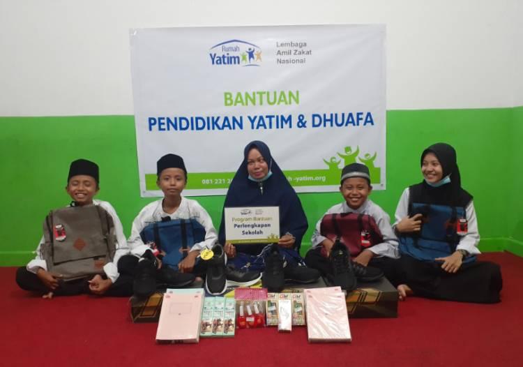 Rumah Yatim Riau Salurkan Bantuan Pendidikan untuk Empat Anak