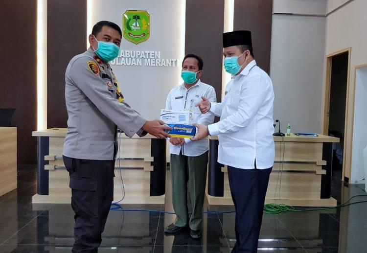 Bupati Meranti Serahkan Bantuan APD Petugas Kesehatan, Ormas dan Pengamanan