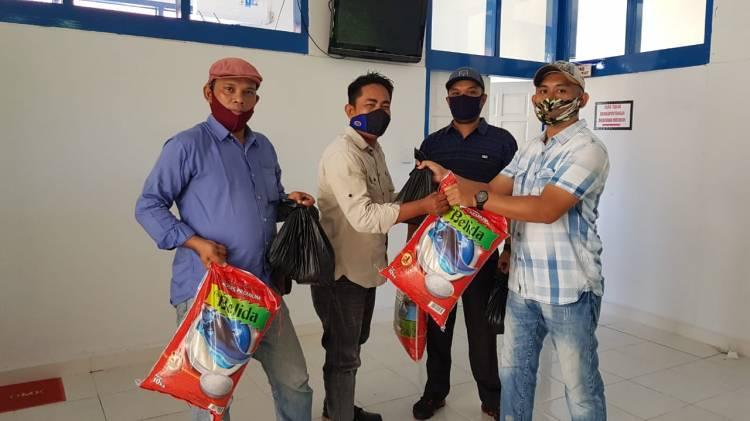 Kasmarni Bantu Paket Sembako Wartawan Bengkalis