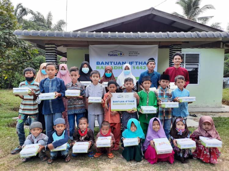 Rumah Yatim Gencar Bagikan Hidangan Puasa untuk Yatim dan Dhuafa Pekanbaru