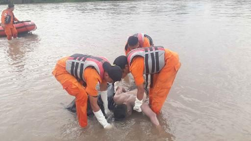 Pelajar Tenggelam di Rohul Ditemukan Tak Bernyawa di Sungai