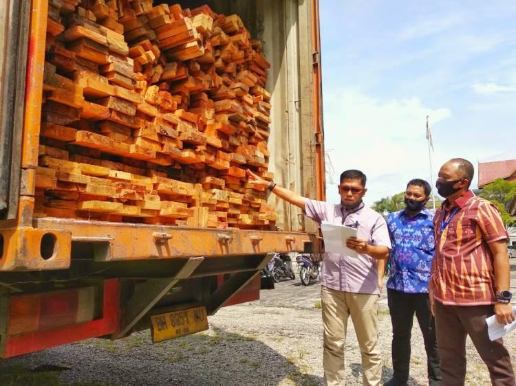 Polda Riau Sita 1.477 Lembar Kayu Ilegal