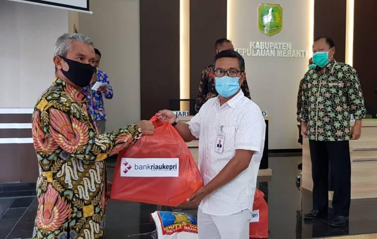 Wabup Meranti Terima Bantuan Covid 19 Bank Riau - Kepri