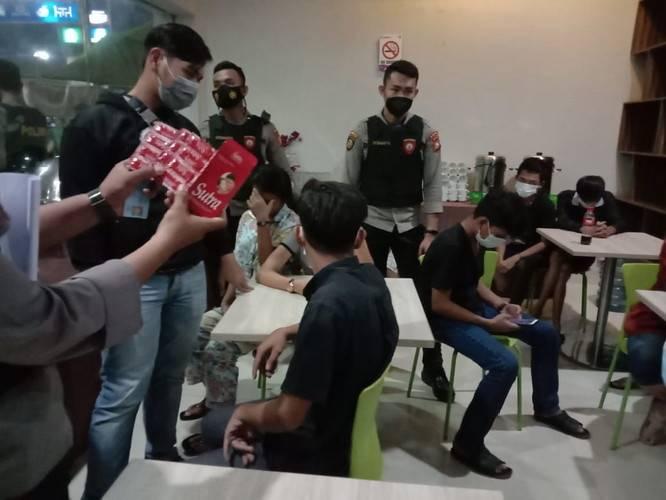 Diduga Pesta Seks, Empat Remaja Dibekuk Polisi dari Hotel Sabrina 81