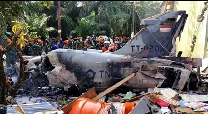 Pesawat Jatuh di Kubang, Warga Menyaksikan Pilot Terlontar Sebelum Jatuh