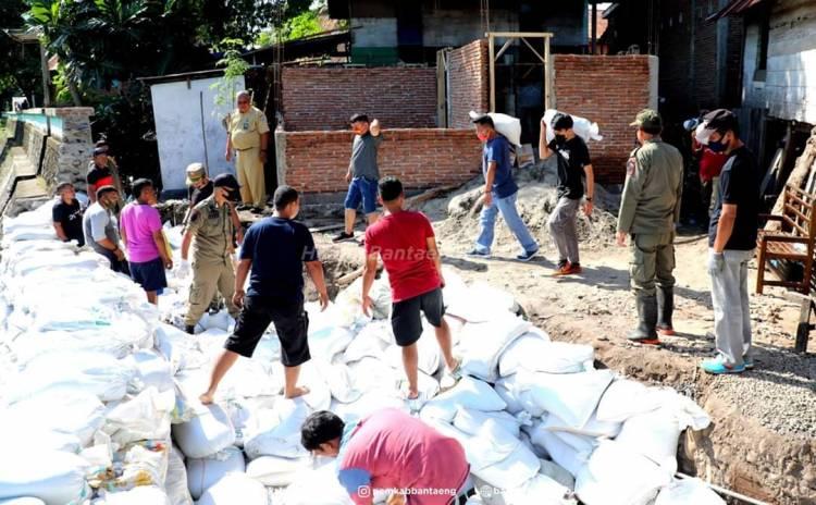 Tim Gabungan Berjibaku Penanganan Pasca Banjir Bandang di Bantaeng