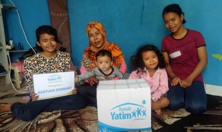 Rumah Yatim Berikan Bantuan Bahan Pokok untuk Ibu Solihati
