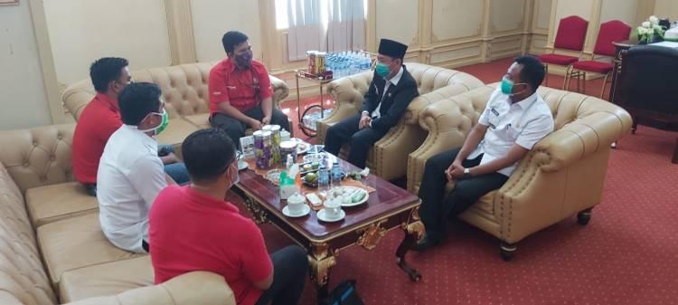 PLN ULP Bagansiapiapi Beri Penghargaan Kepada Bupati Rohil, Tertib Pembayaran Tagihan Listrik