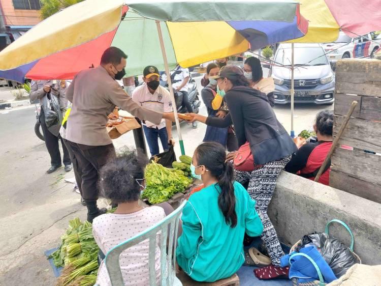 Jumat Barokah, Polres Dumai Bersama Korwil IMI Berbagi Nasi Kotak