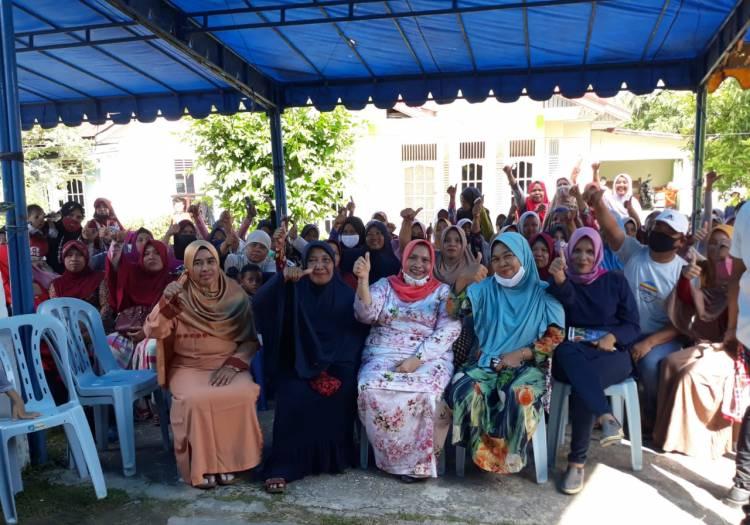Kunjungan Kasmarni di Babussalam Mandau Disambut Kaum Emak-emak