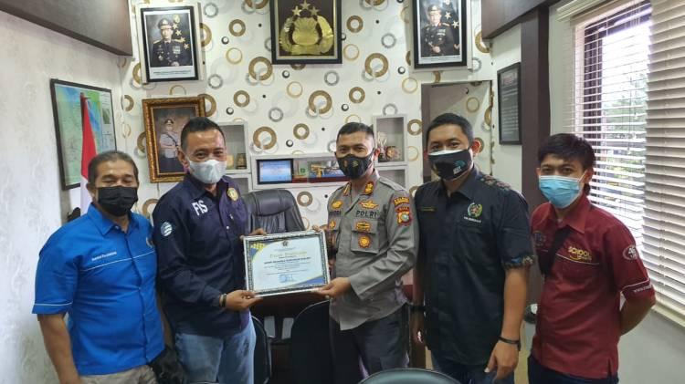 PWI Bengkalis Berikan Penghargaan untuk Kapolres AKBP Hendra Gunawan
