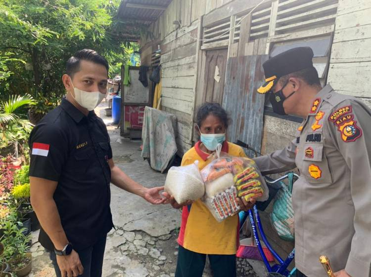 Gandeng 234 SC, Polres Dumai Salurkan Ratusan Paket Sembako ke Warga