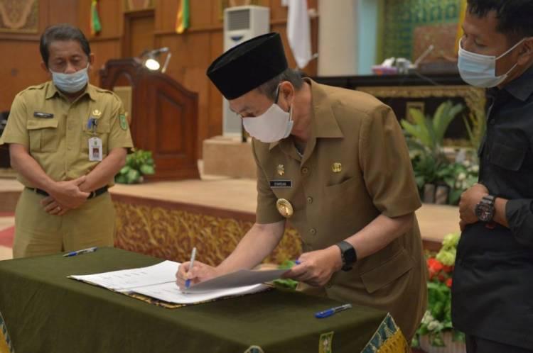 Gubri Teken Nota Kesepakatan KUA - PPAS Perubahan APBD Riau 2020