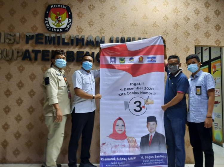 KPU Bengkalis Serahkan APK dan Bahan Kampanye ke Paslon