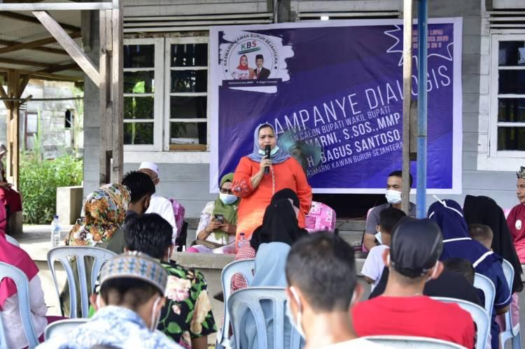 Diskusi Soal Buruh di Pangkalan Batang, Kasmarni Programkan Peningkatan Skil Pekerja Lokal