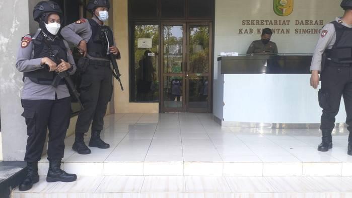 Operasi Tangkap Tangan, Tim KPK Geledah Kantor dan Rumah Bupati Kuansing