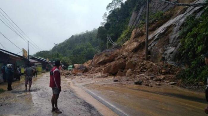Terputus 7 Jam, Jalan Lintas Riau - Sumbar Sudah Bisa Dilewati