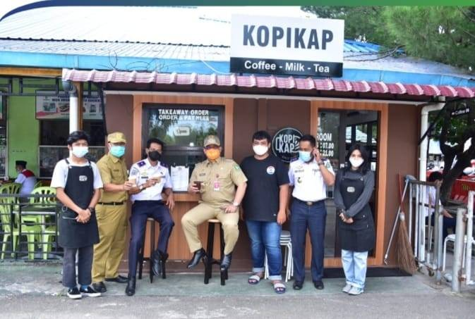 Pj Bupati Bengkalis Sambangi UMKM Kopi Kap di Roro Air Putih