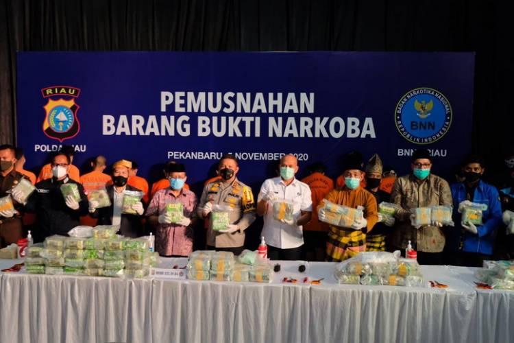 Bongkar Lima Kasus Sindikat di Riau, 122,38 Kg Sabu dan 10.000 Ekstasi Dimusnahkan