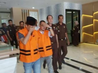 Dua Tersangka Korupsi Kredit Fiktif BRK Pelalawan Dilimpahkan ke Jaksa
