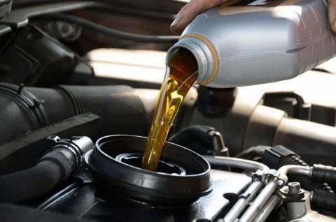 Tips Memilih Oli Mesin Mobil yang Tepat